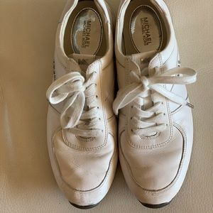 Preowned MICHAEL KORS Leather Sneakers Size 8 1/2. Metallic LOGO on the side.